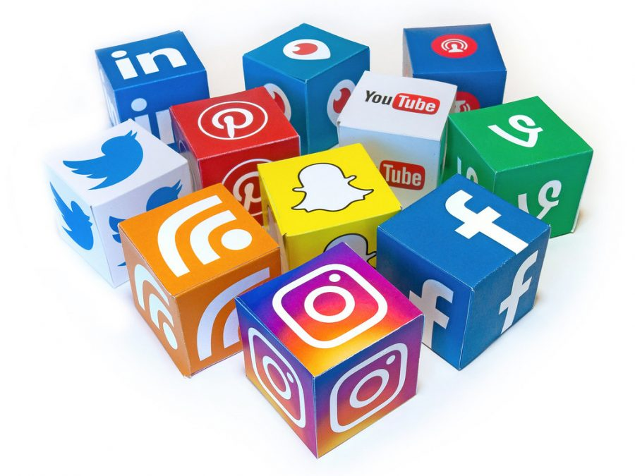 How Social Media Affects and Benefits our Daily Lives